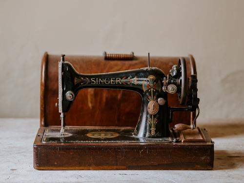 matériel de base en patchwork : avec une machine a coudre vintage c'est possible !