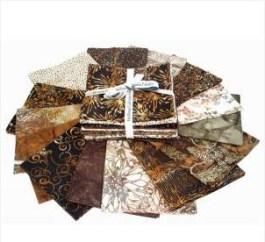 telas de batik en tonos marrones