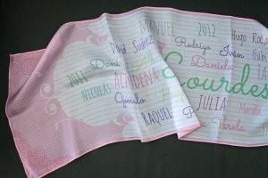 Pañuelo de seda impreso a medida con nombres