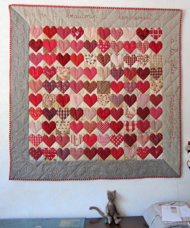 quilt de corazones en lino