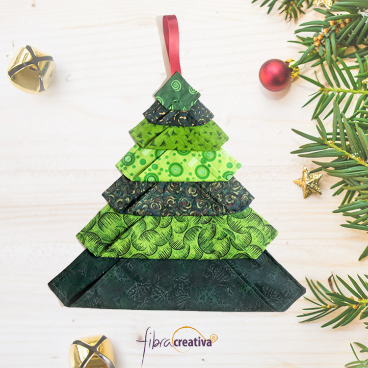 Arbol de Navidad en tela para colgar sostenible patchwork fácil