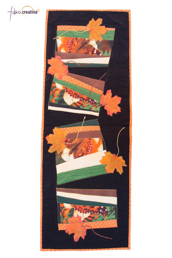 camino de mesa de patchwork con mariposas, hojas de otoño, fondo negro