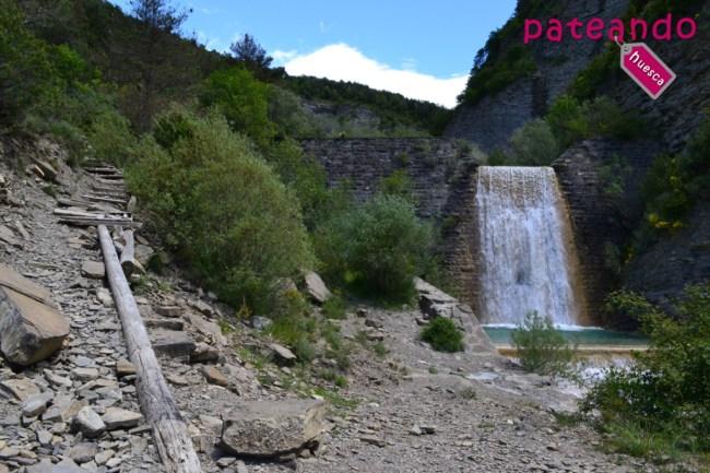 cascada-oros-bajo