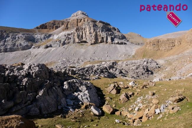 Pico Collarada desde la llanura