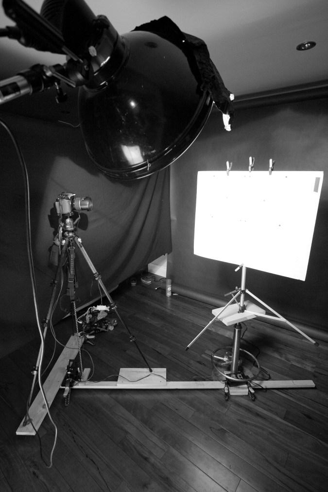 Dispositif pour orbiter la caméra avec grille de calibration.