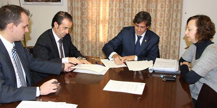 Firma Convenio Catalunya Caixa