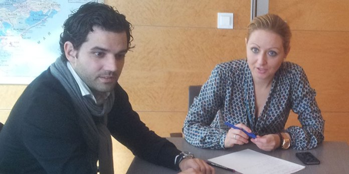 Sagredo durante la reunión con la diputada socialista Pilar Sarrión