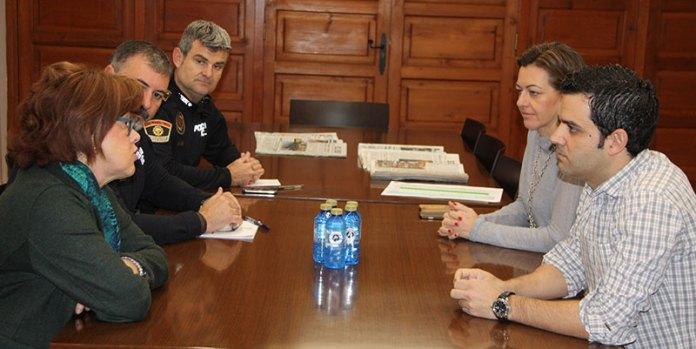 El Alcalde de Paterna, Juan Antonio Sagredo durante la reunión con la Jefa Provincial de Tráfico, Mª Dolores Pérez