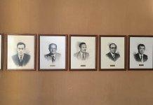 Imagen de parte de los cuadros en el salón de plenos antes de ser retirados