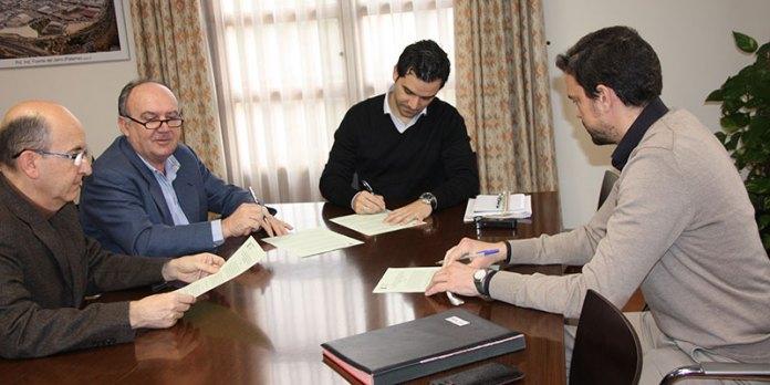 Instante de la firma del convenio con Asivalco