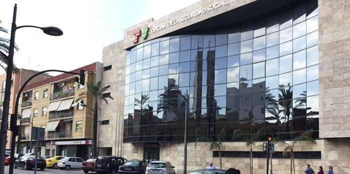 Edificio de la Seguridad Social en Paterna
