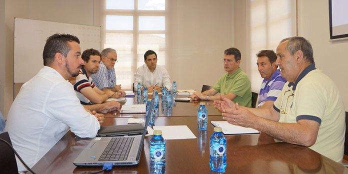El alcalde, Juan Antonio Sagredo, junto a representantes de FAVEPA y los técnicos