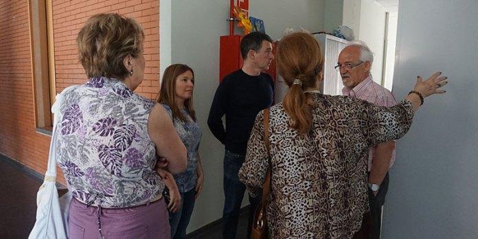 La concejal del barrio de Terramelar, Eva Pérez durante la visita al Centro Cívico de Terramelar