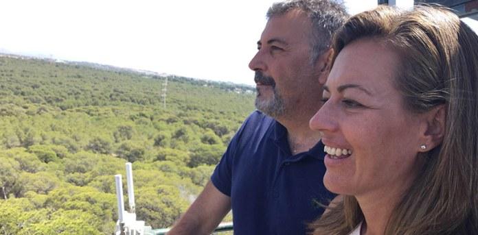 La Concejal de Seguridad y el Jefe de Policía en la torre de la Vallesa