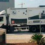 Uno de los camiones de basura con la nueva imagen