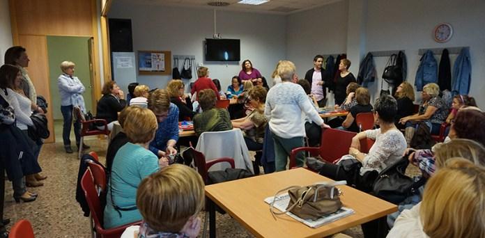 Sagredo durante una visita a la Asociación de Mujeres de Santa Rita