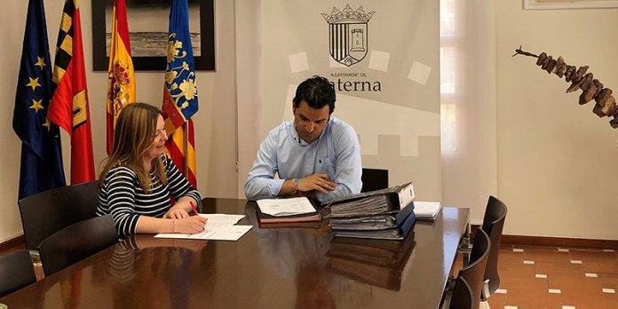 Sagredo junto a la concejal de Hacienda, Eva Pérez