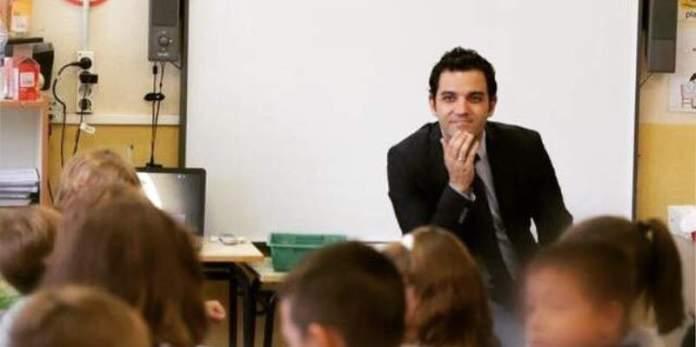 Sagredo durante una visita a un colegio de Paterna