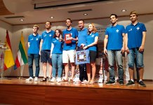 El Ajedrez Andreu Paterna y el Club Ajedrez Silla posan con sus respectivos trofeos