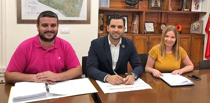 Sagredo junto al concejal de Hacienda y la teniente de Alcalde de Presidencia