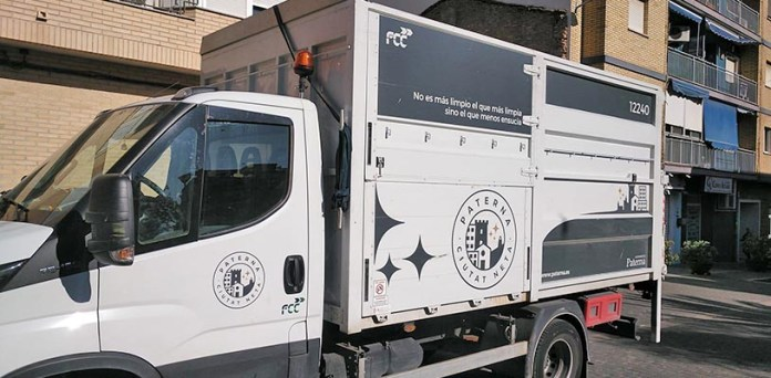 Camión de recogida de enseres en Paterna