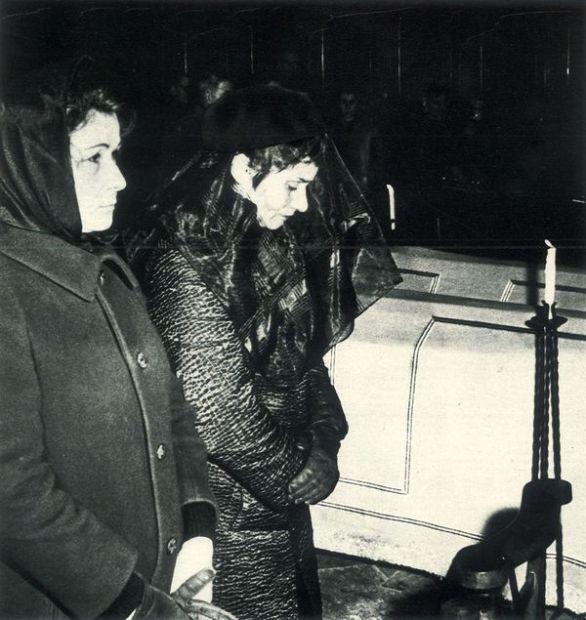 Micheline Berton aux obsèques de ses enfants (© D.R.)