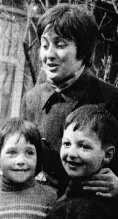Denise Cuello avec les enfants Diana et Jaime (© Associated Press)