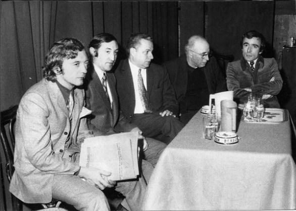 Table ronde sur Burgos, le 5 février 1971. De gauche à droite : Jean-Gérard Maingot, Jakes Abeberry, Michel Burucoa, l'abbé Piarres Larzabal et Jean-Claude Guillebaud (© D.R.).