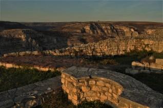 На територията й са открити останки от замък, улици, водоснабдителна система, църкви, обществени и жилищни сгради.