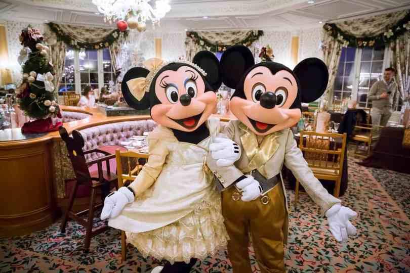 Foto da Minnie e Mickey no restaurante do Disneyland Hotel.