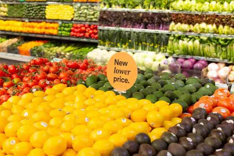 Foto de frutas, verduras e legumes do Whole Foods.
