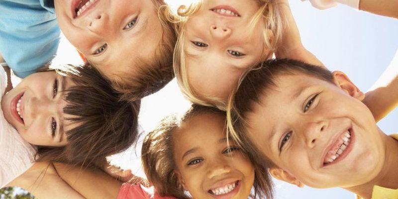 enfants joyeux