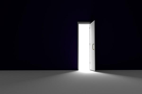 une porte ouverte