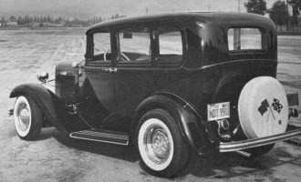 Larry Banker's '32 Fordor sedan
