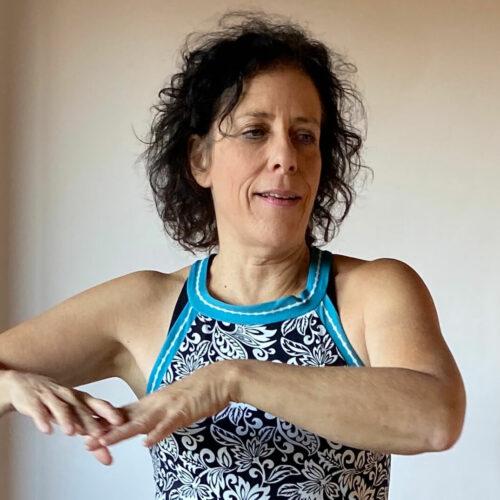 DeeAnn Macomson Azul profesora de danza consciente