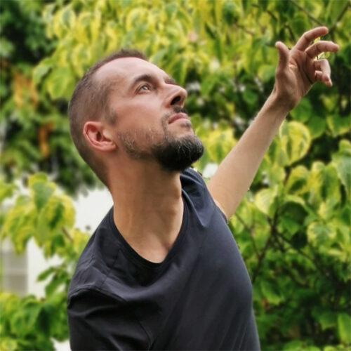 Paolo Rampin azul profesor de danza consciente