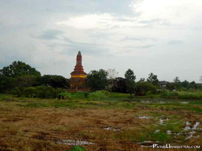 One of the old stupas on the way to the bus station.