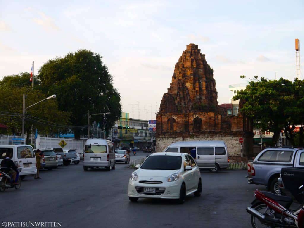 Prang Khaek in traffic just south of the intersection.