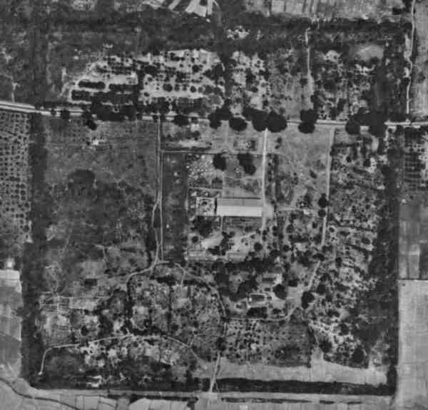 Wiang Suan Dok from above. © Williams-Hunt Aerial Photograph Collection, 1944. Retrieved from Chiang Mai Memories Facebook group.