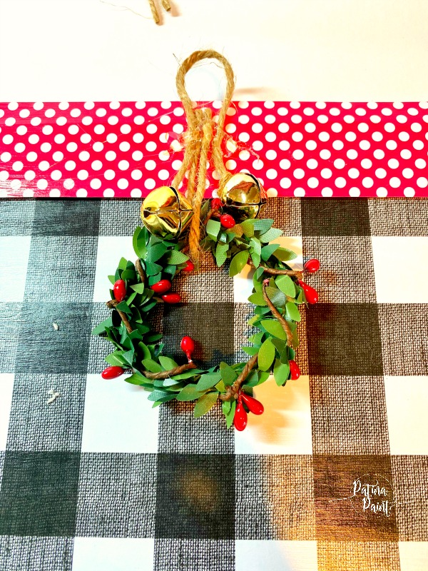 jingle bells, small wreath