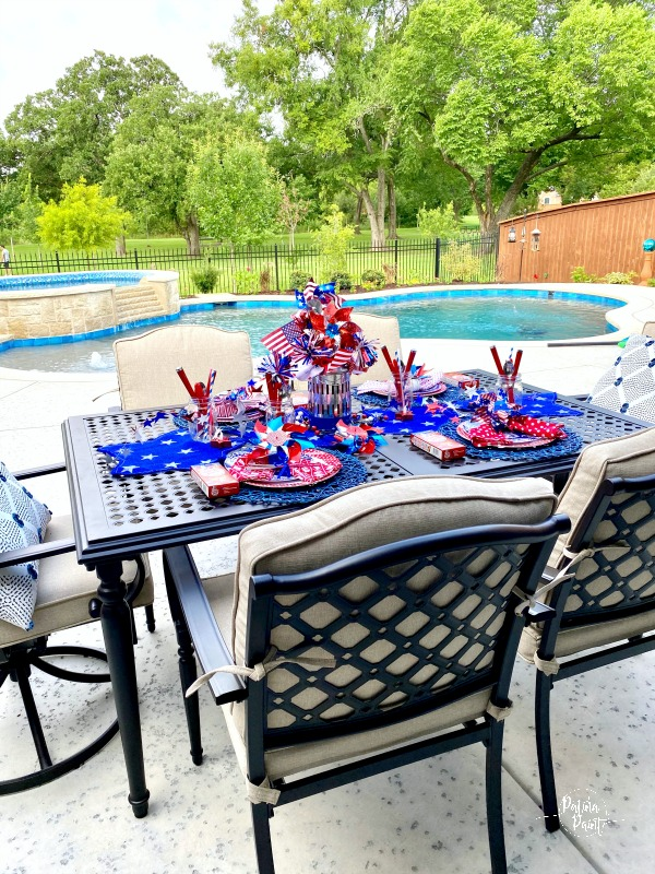 outdoor 4th of July table