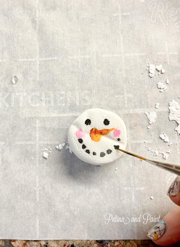 painting a snowman face