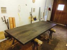 Tisch dunkel gebeizt