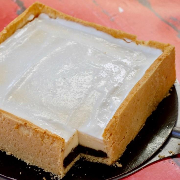 עוגת גבינה אפויה עם שכבת פרג