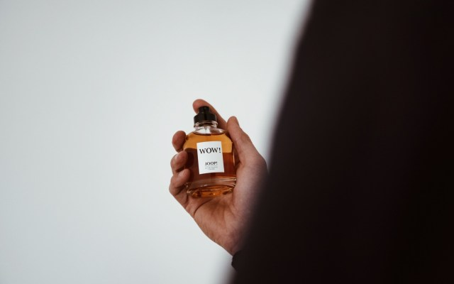 Bin ich ein Gentleman?  – JOOP! WOW! Parfum