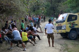 The locals, helped by Tony (front left), embark on a second tug-of-war. Result: truck = 2, locals + Tony = O.