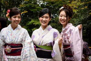 Three beauties in kimono, Fushimi Inari Taisha