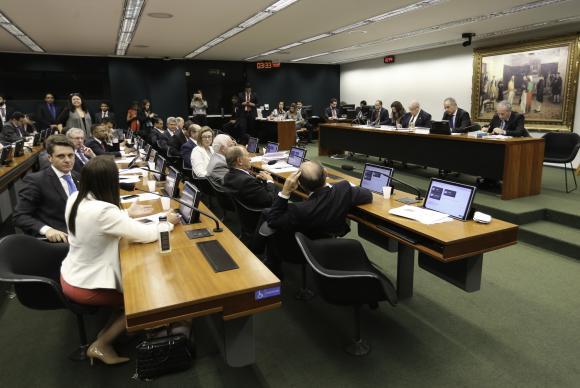 Brasília - A Comissão Especial da Reforma Política se reúne para votação do relatório parcial do relator, deputado Vicente Cândido (Fabio Rodrigues Pozzebom/Agência Brasil)