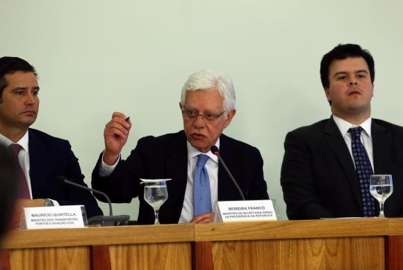 Brasília - Os ministros Maurício Quintella, Moreira Franco e Fernando Coelho Filho, em coletiva após reunião do Conselho do Programa de Parcerias de Investimento (PPI), no Planalto (Valter Campanato/Agência Brasil)