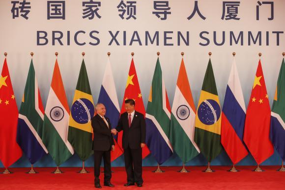 Xiamen/China - Presidente Michel Temer cumprimenta o líder chinês Xi Jimping durante reunião ampliada de chefes de Estado e de governo do BRICS (Beto Barata/PR)